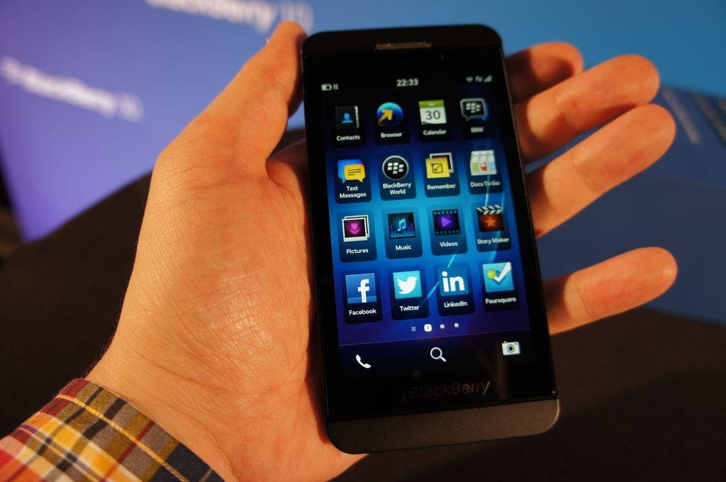 BlackBerry Z10 Unboxing 06