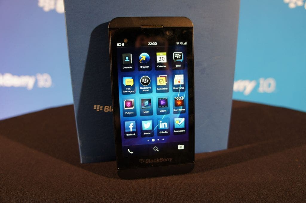 BlackBerry Z10 Unboxing 08