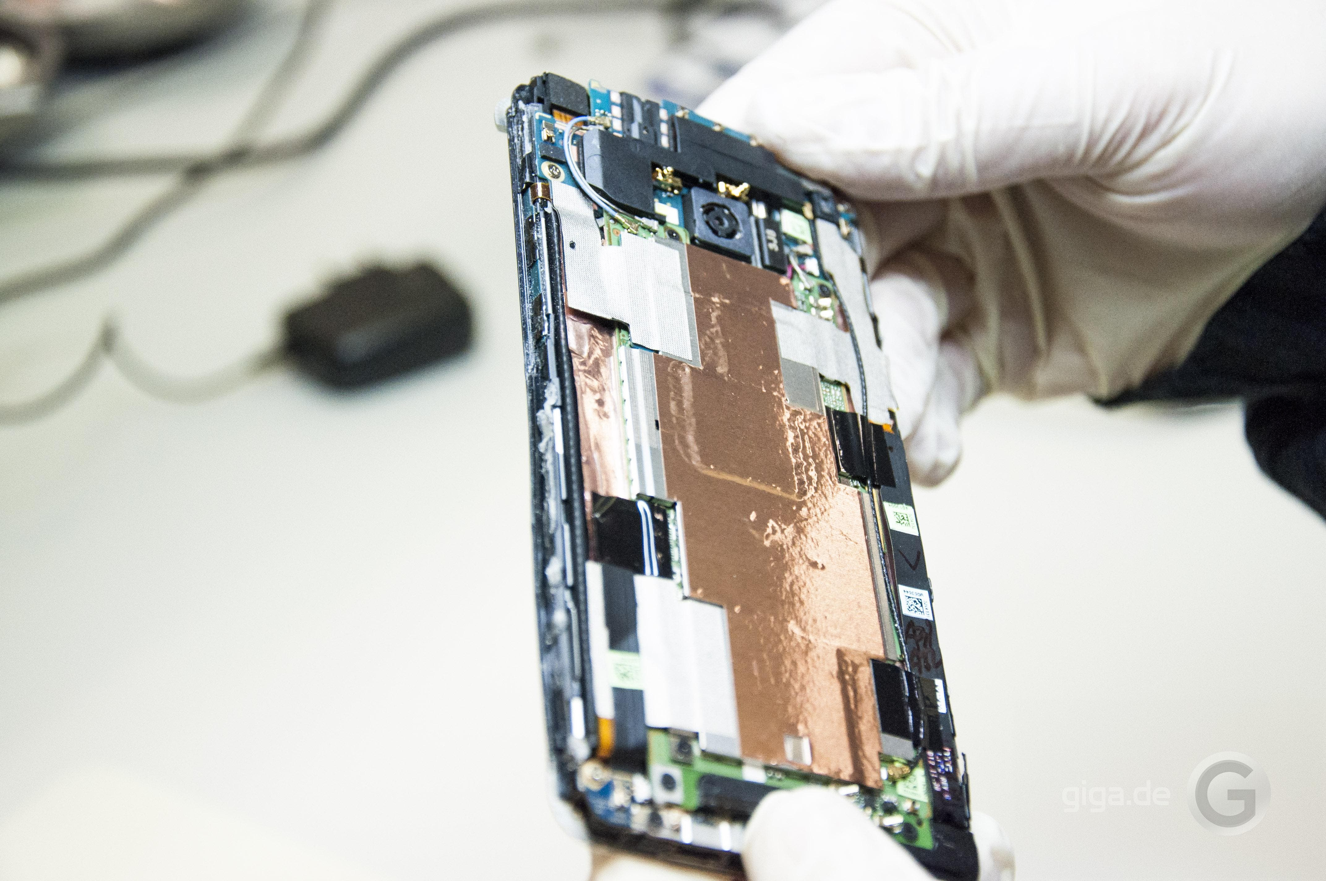 HTC One Teardown 07