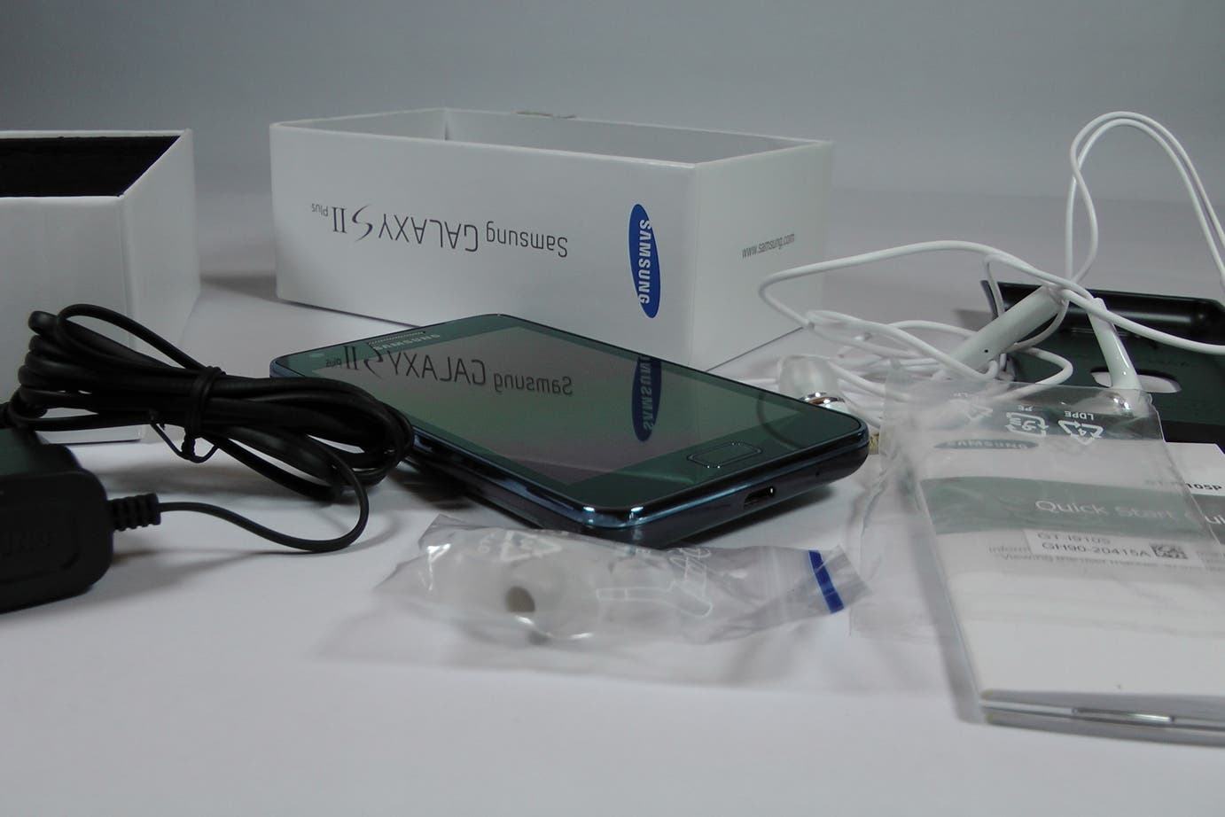 Samsung_Galaxy_S2_Plus_Unboxing_26