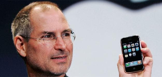 steve-jobs-first-iphone