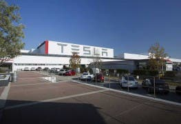 tesla_factory_exterior-medium