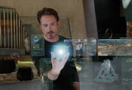 "Screenshot aus ""The Avengers"": Iron Man mit Hologrammen"