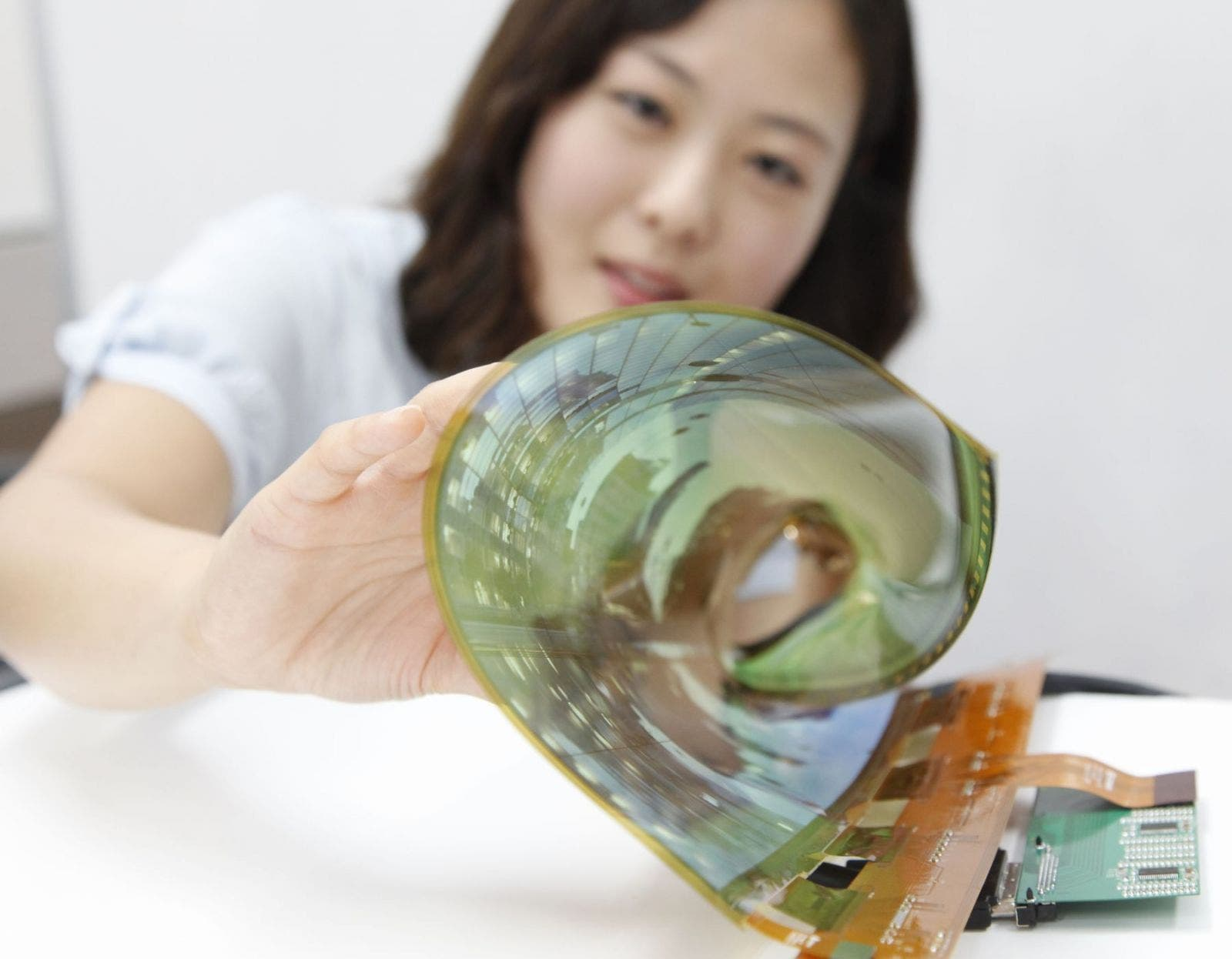 18-inch Flexible OLED