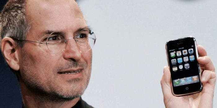 steve-jobs-iphone-first-generation