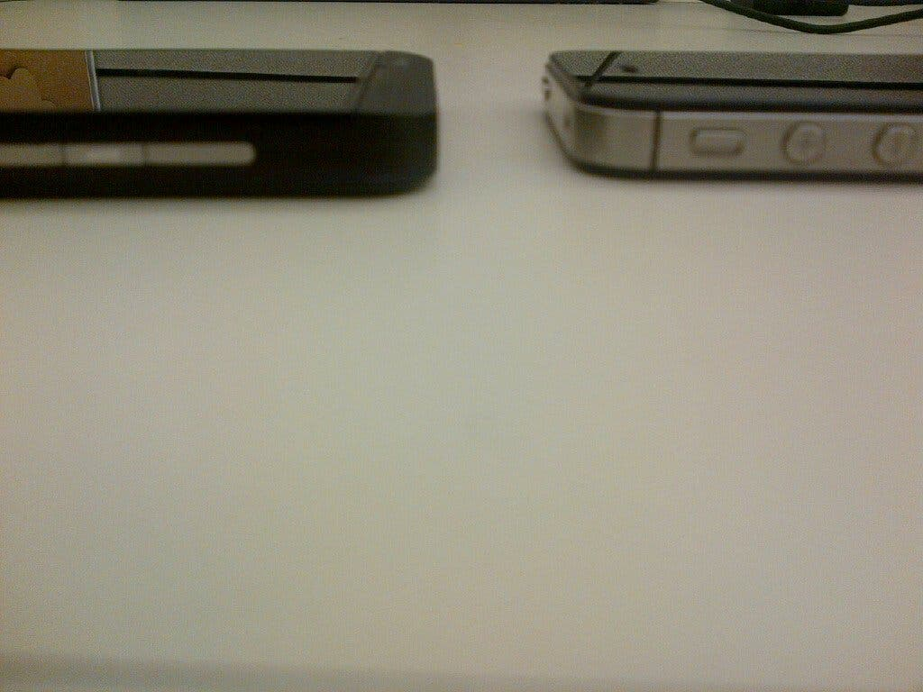 blackberry z10 vs apple iphone 4s 2