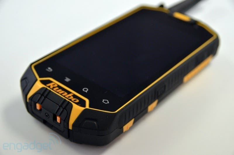 Video: Runbo X5 & X3 Rugged-Smartphones mit Android, Laserpointer & Walkie-Talkie-Funktion