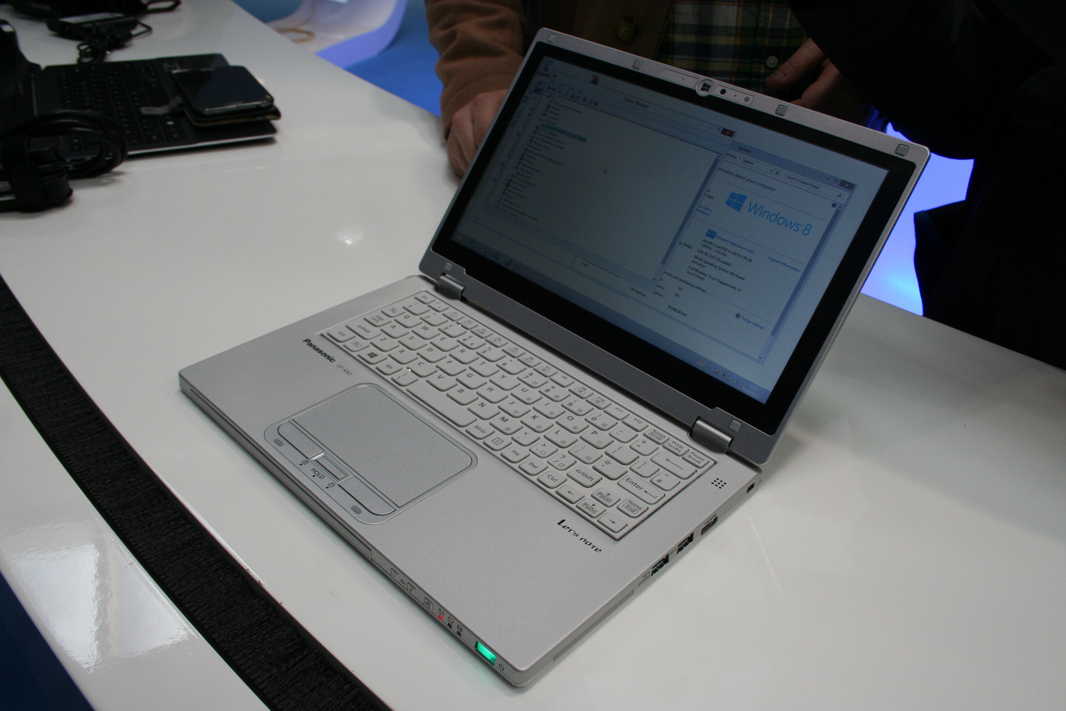 CeBIT: Panasonic Toughbook CF-AX2 Ruggedized Touchscreen-Ultrabook im Hands-On
