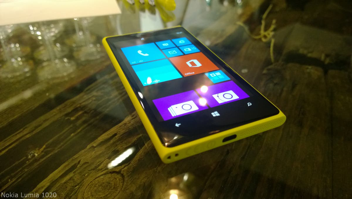 Nokia Lumia 920 vs 1020 01 _