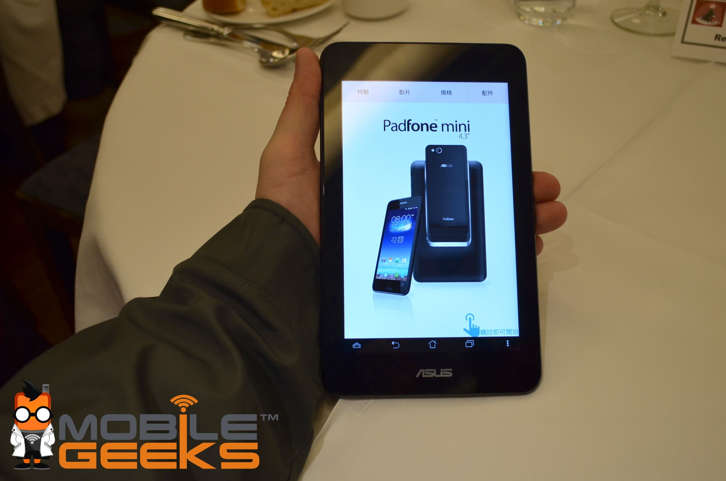 ASUS PadFone Mini 4.3 Hands On Video – Smartphone/Tablet Combo fuer unter 300 Euro