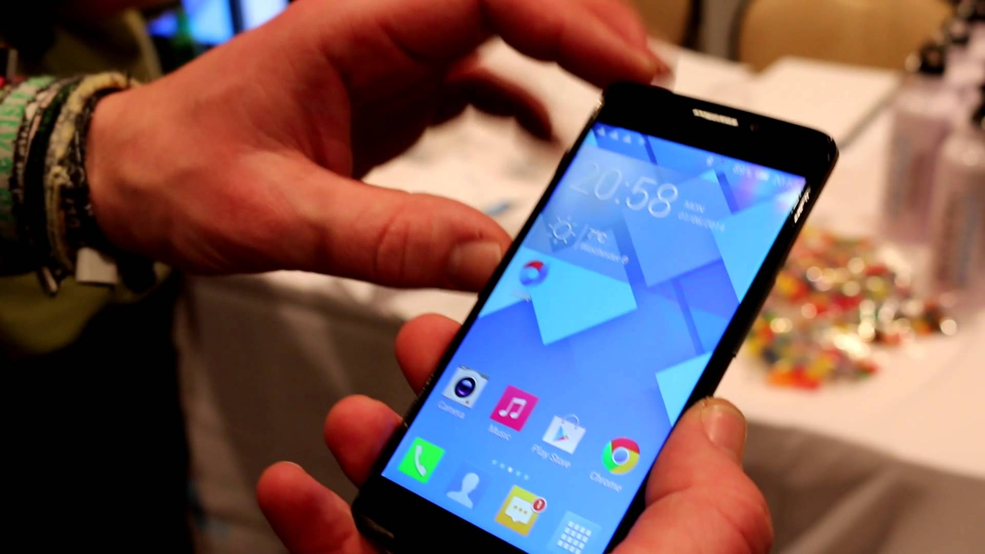 CES 2014: Alcatel One Touch Idol X Plus Octa-Core Smartphone im Hands-on