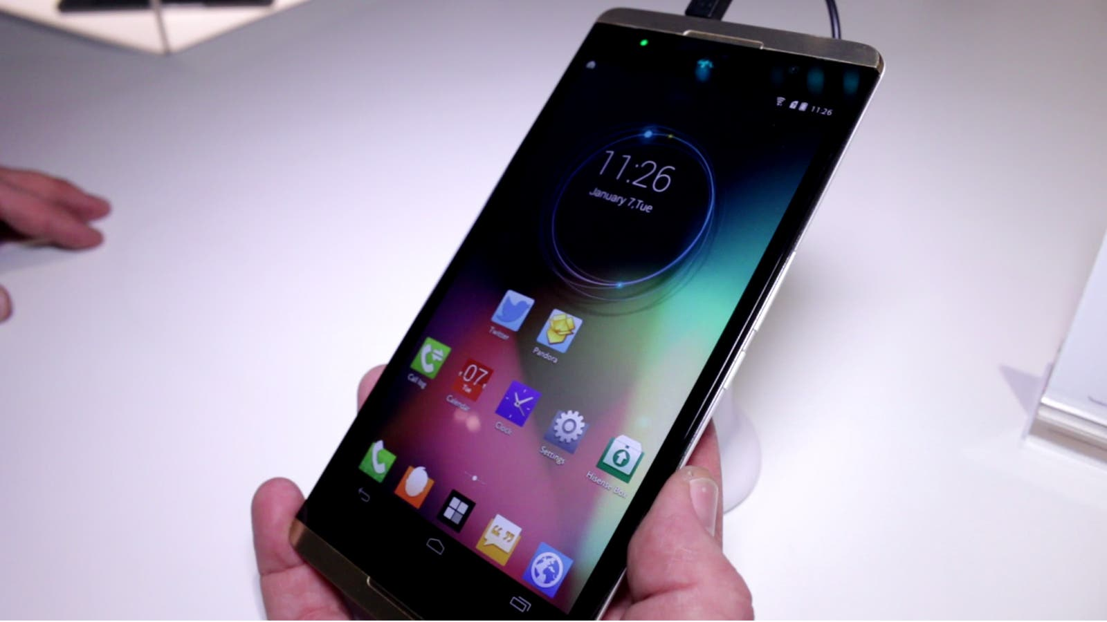 CES 2014: HiSense X1 – 6.8inch Full HD Phablet mit Snapdragon 800 im Hands on Video