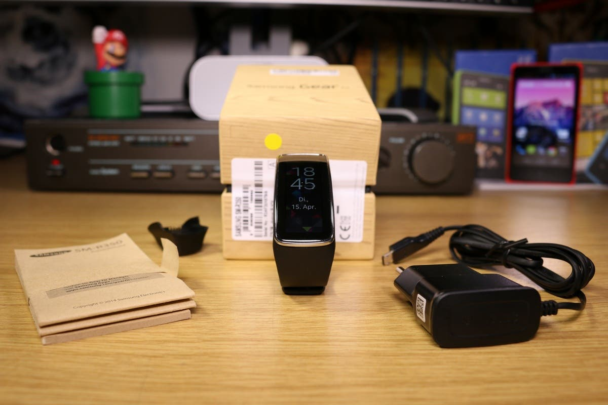 Samsung Gear Fit Unboxing 0003