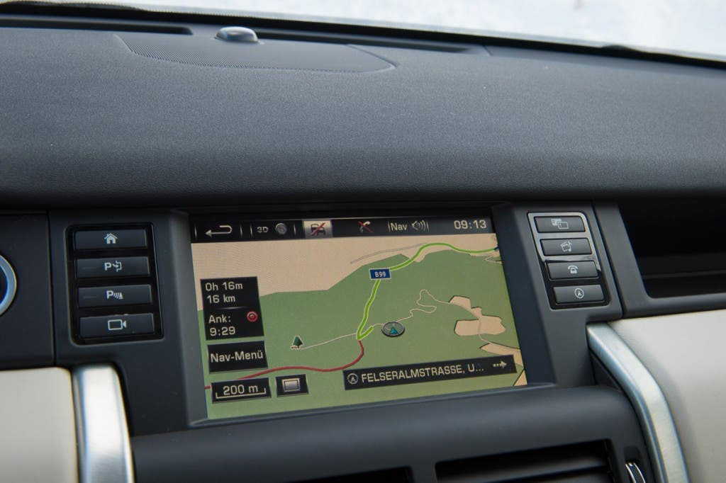 2015-Land-Rover-Discovery-Sport-Infotainment-01