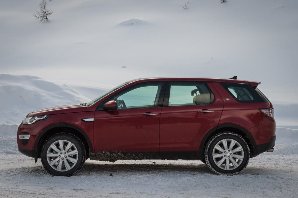2015-Land-Rover-Discovery-Sport-firenze-rot-Oesterreich-01