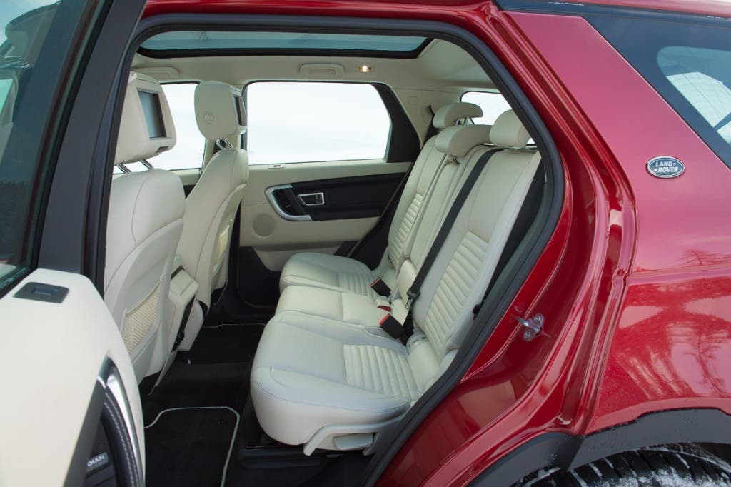 2015-Land-Rover-Discovery-Sport-firenze-rot-Oesterreich-17