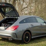 2015 Mercedes-Benz CLA 250 4MATIC Shooting Brake OrangeArt Edition mountaingrau metallic mit geöffneter Heckklappe