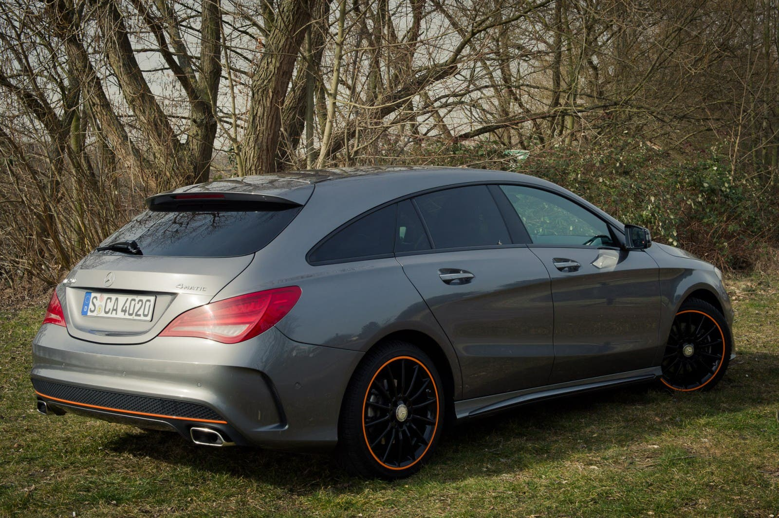 2015-mercedes-benz-cla-250-4matic-shooting-brake-orangeart-edition-mountaingrau-03