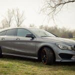 2015 Mercedes-Benz CLA 250 4MATIC Shooting Brake OrangeArt Edition mountaingrau metallic - von rechts vorne seitlich