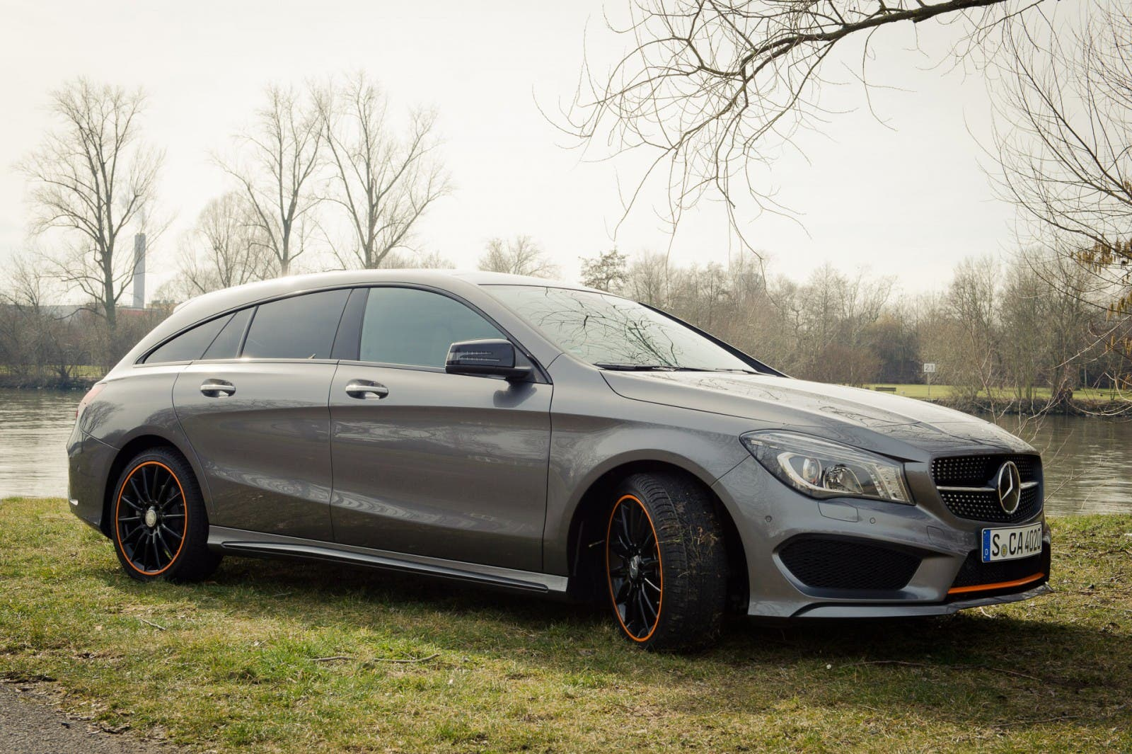 2015-mercedes-benz-cla-250-4matic-shooting-brake-orangeart-edition-mountaingrau-05