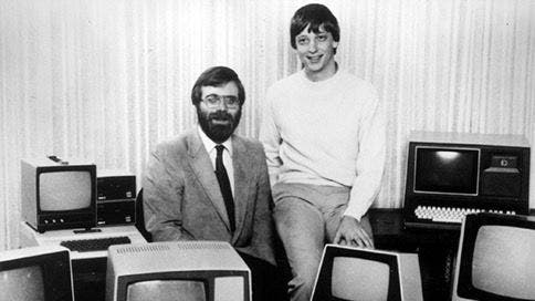 Paul Allen und Bill Gates inmitten von Monitoren