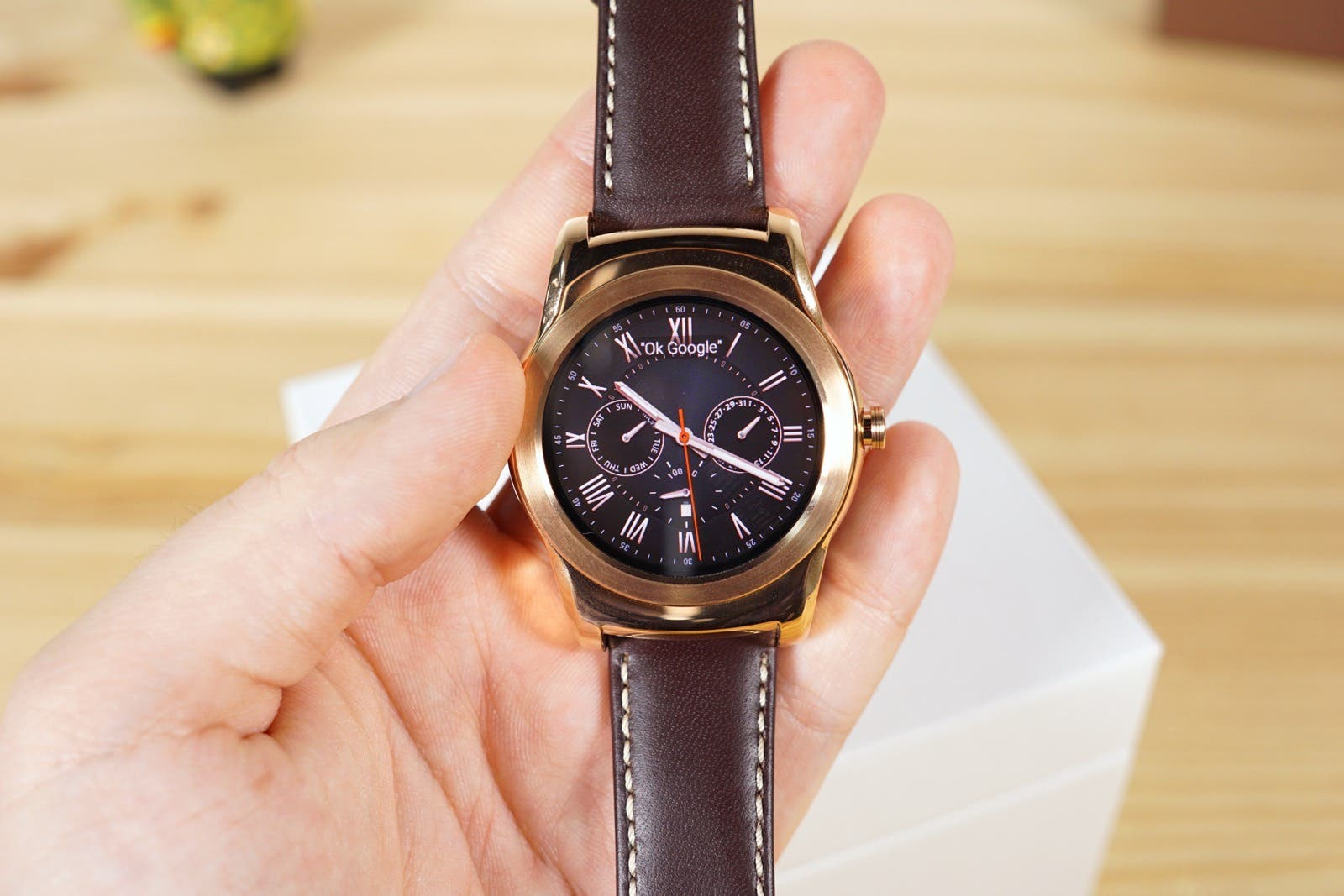 LG Watch Urbane in der Hand Displayauflösung