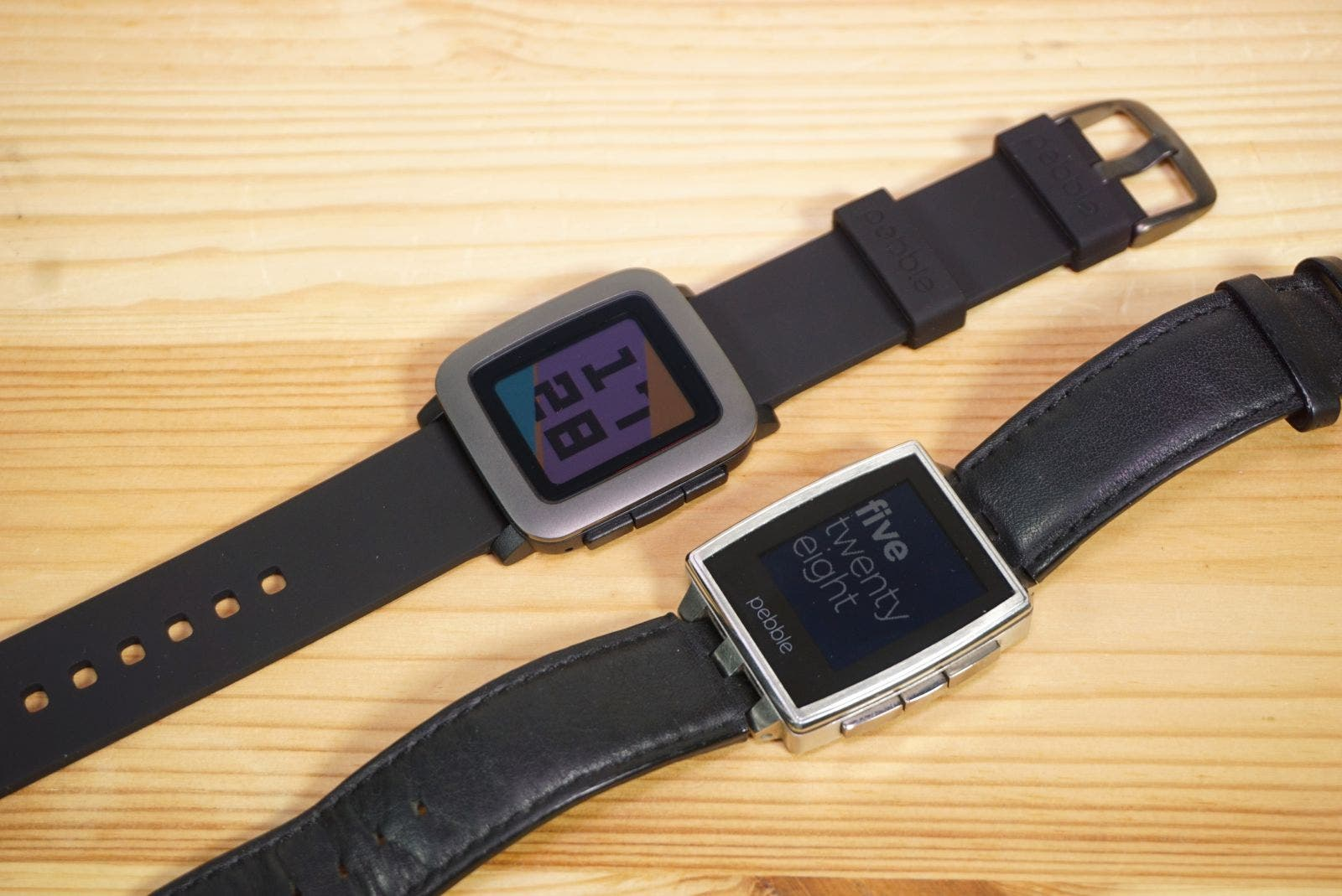 Pebble Time vs Pebble Steel Vergleich nebeneinander