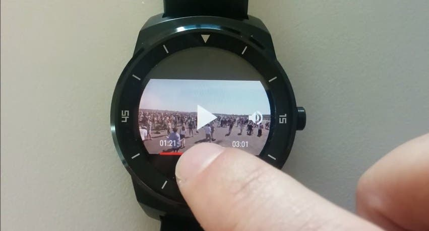Video-player-for-Android-Wear-smartwatches-powered-by-YouTube-YouTube-Google-Chrome-2015-07-03-08.38.49