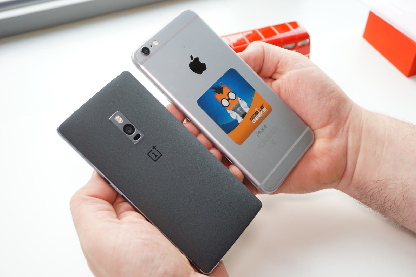 oneplus 2 vs iphone 6 plus in der hand