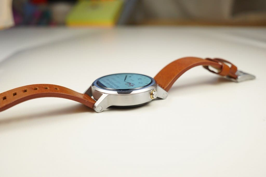 Moto 360 2 Floating Display