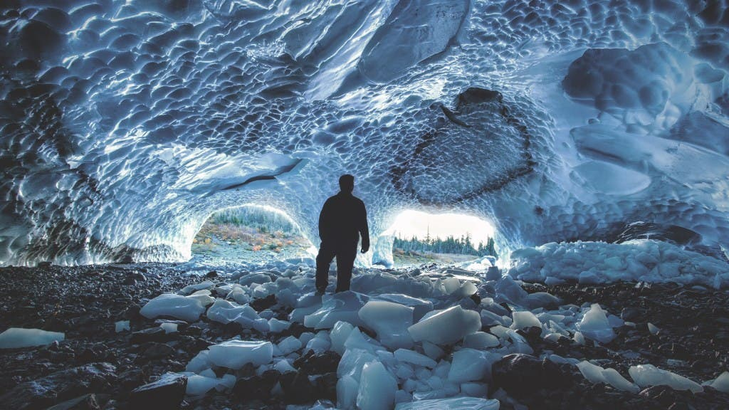 Dolby-Vision-ice-cave-explorer_before (1)