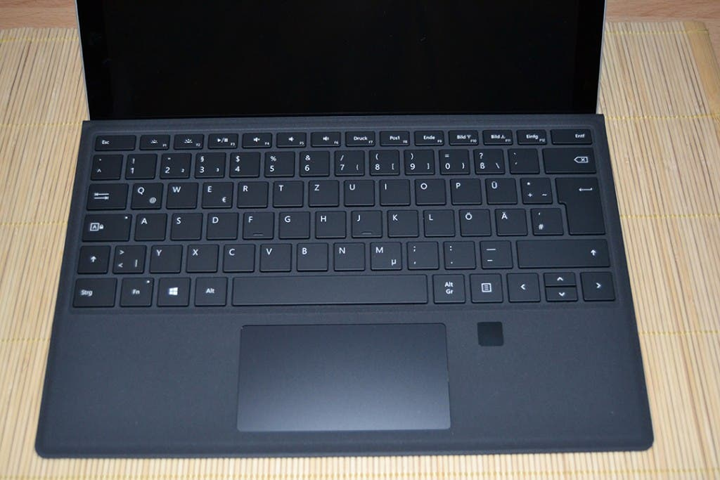 Microsoft Surface TypeCover with Fingerprint ID und Surface Pro 4