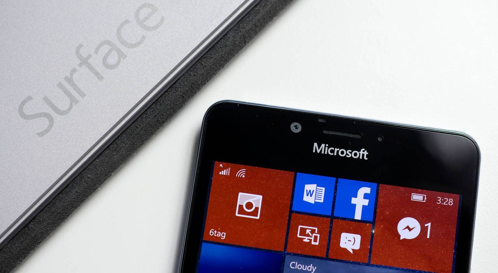 surface-phone-microsoft-logo