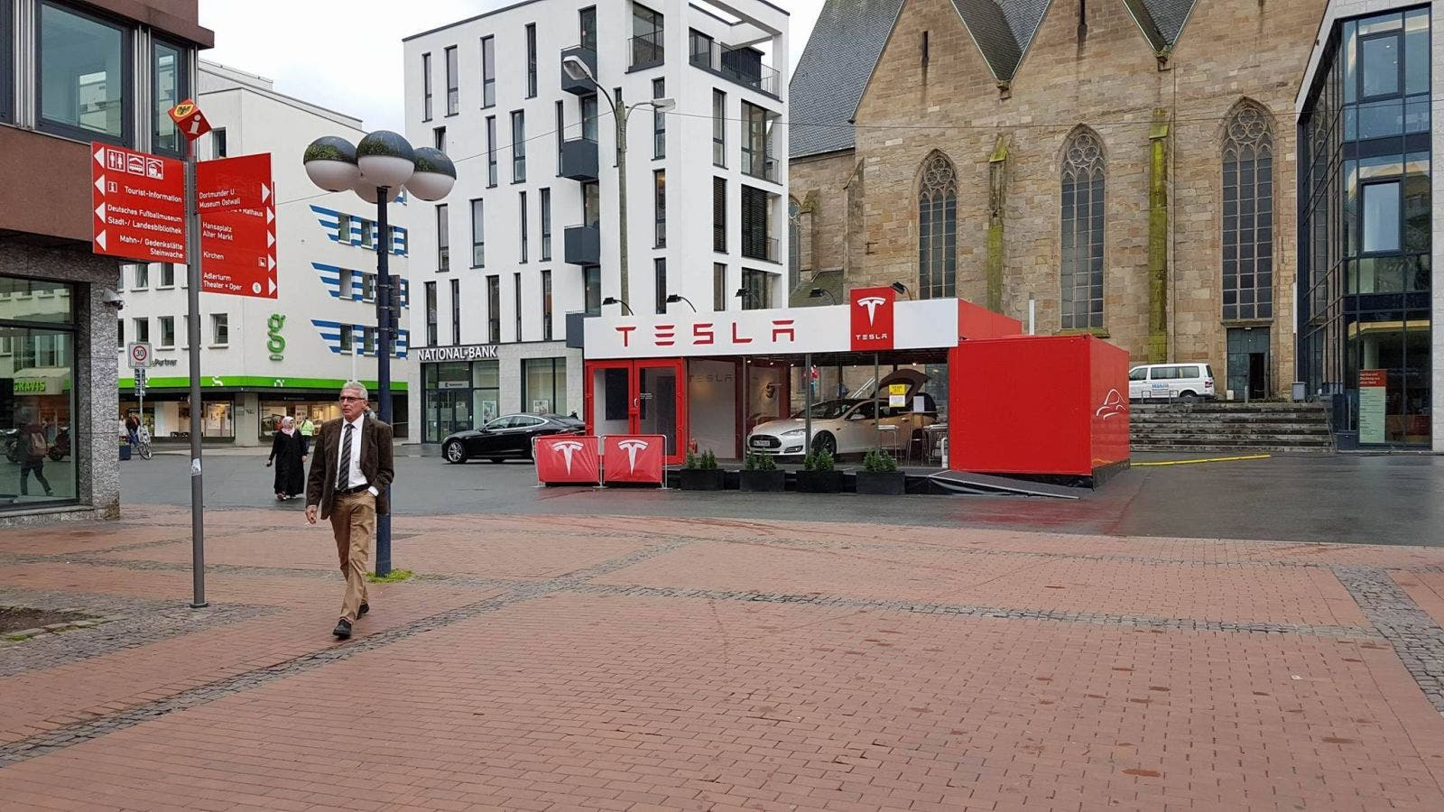 Tesla Pop Up Store in Dortmund