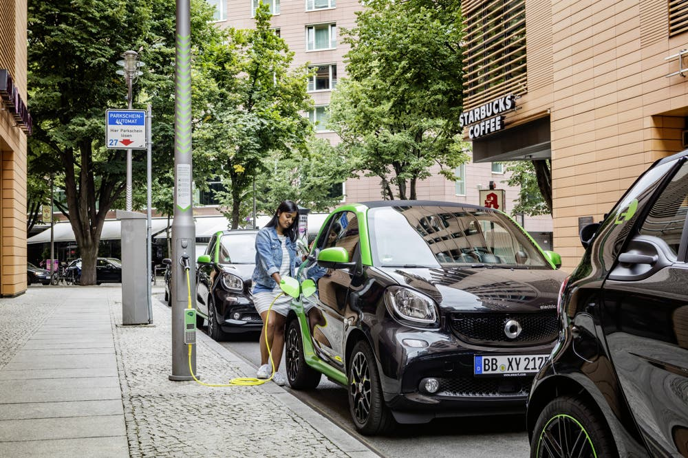 smart-fortwo-ladestation
