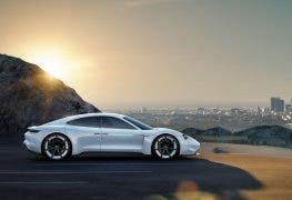 Porsche Mission E: 400 Kilometer Reichweite in 15min laden