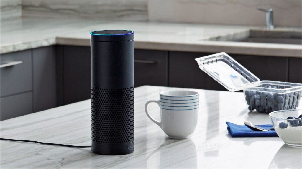 Schwarzes Amazon Echo in der Kücke