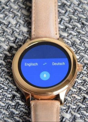 Fossil Q Venture Smartwatch, Blick aufs Display mit Translate-Funktion