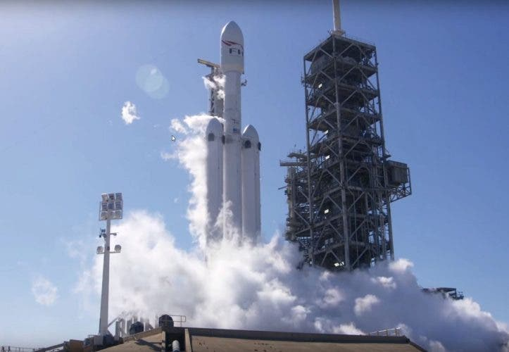 "Livestream: SpaceX ""Falcon Heavy"" mit Tesla Roadster hebt heute ab"