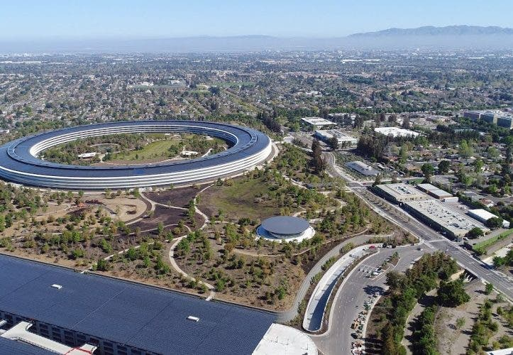 Spaceship: Mit der Drohne über den Apple Park [April 2018]